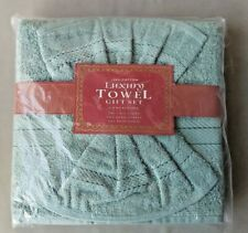 Luxury towel gift set- olive green. New.