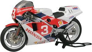 TAMIYA 1/12 Motorcycle Series No.99 Honda NSR500 Factory Color Plastic Model Kit