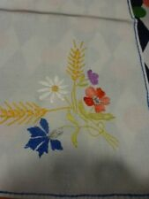 lot napperons anciens brodés main  =les bleuets et épis  métis