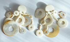 imposantes boucles d'oreilles MONIES en nacre et os