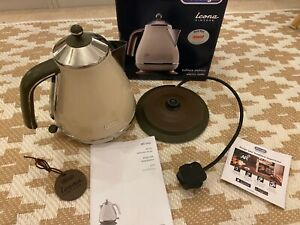 DeLonghi Kettle - Icona Cream and brown