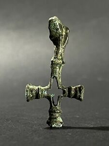 ANCIENT VIKING NORDIC BRONZE CROSS PENDANT WITH WOLF TERMINAL CIRCA: 900-1100 AD