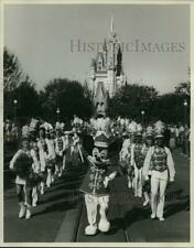 1983 Press Photo Mickey Mouse leads the Walt Disney World Marching Band