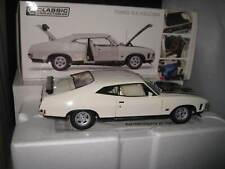 1.18 Classic Carlectables Ford Falcon XA GT Rp083 Coupe Polar White #18665