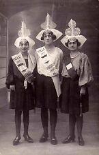 LES SABLES-D'OLONNE photo-carte jeunes filles avec banderolles de 1928 écrite