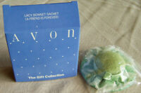 """Vintage Avon Gift Coll. """"LACY BONNET SACHET - A FRIEND IS FOREVER"""" -New, Sealed!"""
