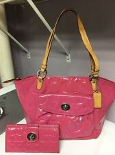 100% Authentic Coach Purse And Matching Wallet ( Pink)