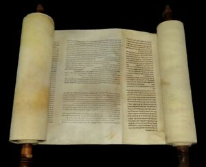 COMPLETE TORAH BIBLE SCROLL HANDWRITTEN ON PARCHMENT europe 150-200 years old.