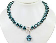 Schöne Halskette ausMuschelkernperlen mit Anhänger in Tropfenform muk74k-266