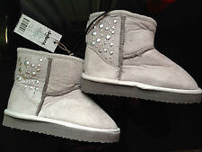 BNWT Little Girls Sz 11 Rivers Doghouse Mid Length Pale Grey Studs Slipper Boots