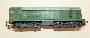 Hornby Dublo OO gauge 2230 2 rail Class 20 Bo-Bo diesel loco D8017 - BR green