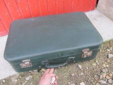 ancienne valise carton 50/60 verte , idéale déco theâtre, ciné, boutique, etc..