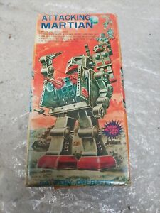 Robot Attacking Martian Made in Japan. excellent, not work - box incl