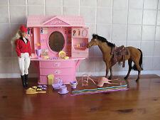 BARBIE CAVALLI bellezza Farm Maneggio con Cavallo & BAMBOLA nel MONTALA Outfit & Accessori