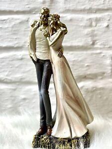 Moderne Skulptur Deko Figur Liebespaar auf Sockel 27cm Hochzeit Verlobte