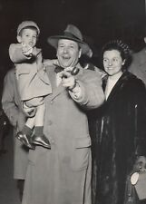 Georges Simenon en famille, Gare St Lazare, 1952