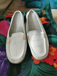 Ladies White Flat Backless Shoes Size 7