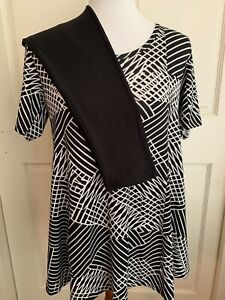 Lularoe Outfit ~ Black and White Perfect T XXS with Solid Black OS Leggings NWT