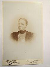 Recklinghausen und Herne - Frau im Kleid - Portrait / KAB