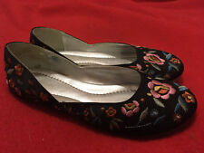 OLD NAVY Black Floral Embroidered Fancy Ballet Flats - Size 7