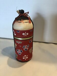 """Vintage Oriental Rattle Chimes when shaken Approx. 4""""x2"""" Red/Black About 2 oz"""