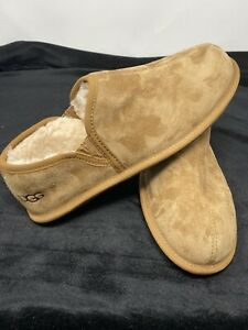 UGG Ascot  Suede Mocassin Slipper Mens  Size 10, Chestnut New With Defect