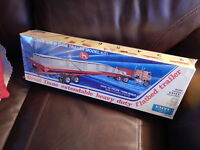 ERTL Model 8009 Truck: Great Dane Semi Flatbed Trailer: 1/25