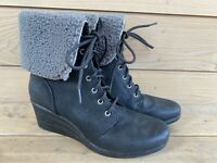 $175 UGG Waterproof Zea Boots w/Logo,Women's Sz 10-Lace up-Gently Worn Only Once