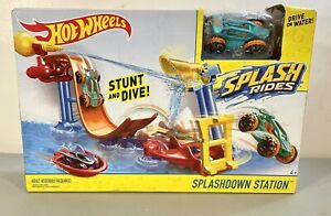 2015 Hot Wheels Splashdown Station Splash Rides Water Stunt Dive Toy ~ Sealed!