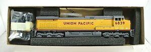 UNION PACIFIC AC4400 UNPOWERED DUMMY LOCOMOTIVE-HO SCALE