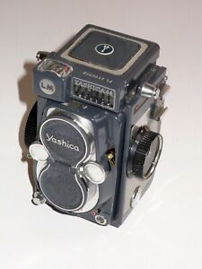 YASHICA 44 LM NEAR MINT CONDITION. METAL YASHICA CAP. FULLY WORKING INC METER.