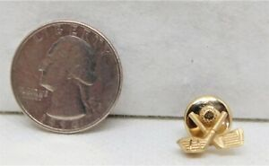 Vintage Gold-Toned Crossed Golf Club and Putter with Ball Lapel Pin, Golf, Lapel