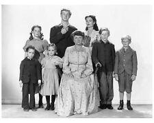 THE WISTFUL WIDOW OF WAGON GAP cast still MARJORIE MAIN and kids - (g210)