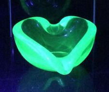 Murano barbini seguso uranium glowing heart shaped bowl rare striking sommerso