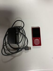Microsoft Zune 1125 8 GB Digital Media Player Red Front Glass Cracked For Parts