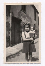 PHOTO ANCIENNE Jouet Jeu Doll Toy Poupée Petite Fille Enfant Portrait Vers 1950