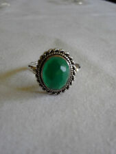 Beautiful  green  gemstone 925 sterling silver ring 2.8g signed