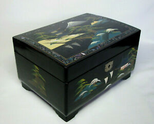Vintage Japanese MUSIC / JEWELLERY BOX, Lacquered - Mount FUJI - Abalone INLAY