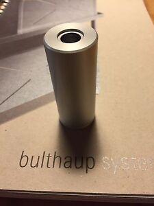 bulthaup System 20. Adapter für Artemide Tolomeo Lampe auf Pylone Spritzschutz.
