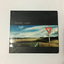 Yield - Pearl Jam - CD Digipak _Good+ .       (1677)