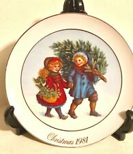1981 Avon Christmas Plate Celebrating Christmas Spirit 9.5 Round 22 K Gold Trim