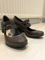 Brand new Clarks Women's Patent Leather Wedge Shoes Size 4.5