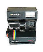 Alte Polaroid-Kameras mit Tasche