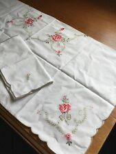 Embroidered Tablecloth And 4 Napkins
