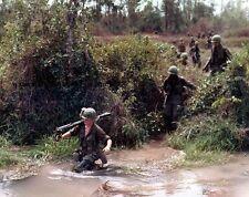 "U.S. Marine carrying a M-60 Machine Gun 8""x 10"" Vietnam War Photo 209"