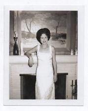 PHOTO POLAROÏD Femme Intérieur Bourgeois Collier Robe Tableau Salon 1966