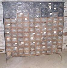 Rare meuble d'atelier métal riveté 1900 : 110 tiroirs