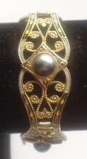 bracelet vintage style or de tolède travaillé gravé cabochon perle grise 569