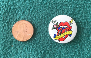 VINTAGE ROLLING STONES 1981 TATTOO YOU ROUND HAT LAPEL PIN BUTTON NEAR MINT