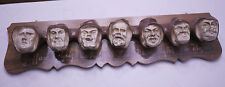 Skuriler Pfeifenhalter aus Gips mit Gesichtern für 7 kleine Pfeifen um 1930